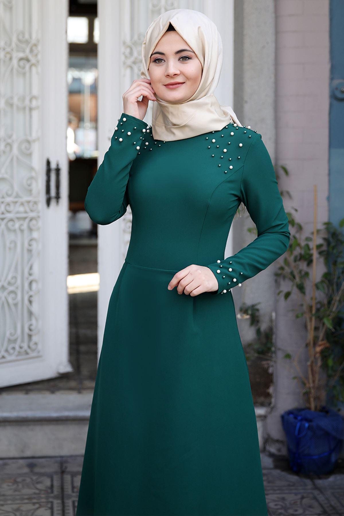 Sümay Omuz Taşlı Elbise Zümrüt